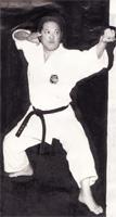 Yamaguchi Toru Sensei exécutant un mouvement de Bassai Shô